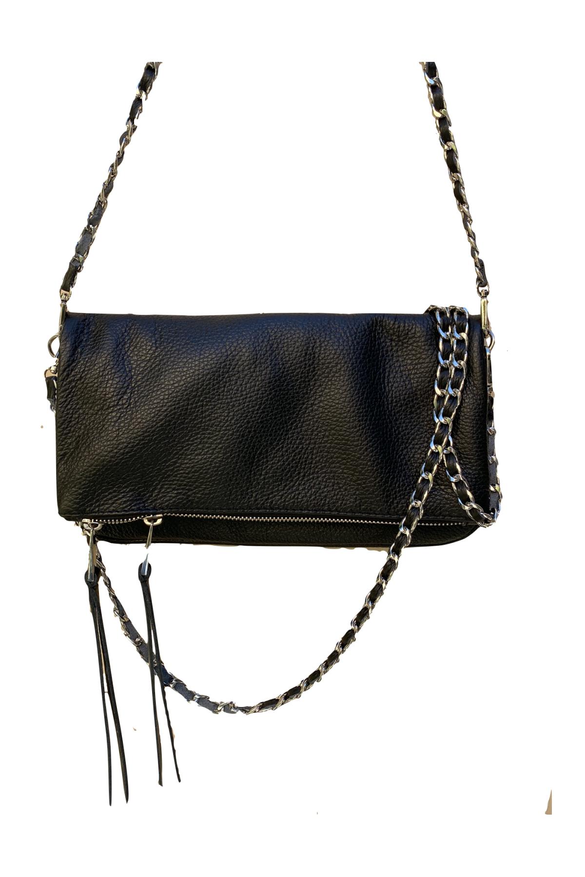Bolso negro con cadena